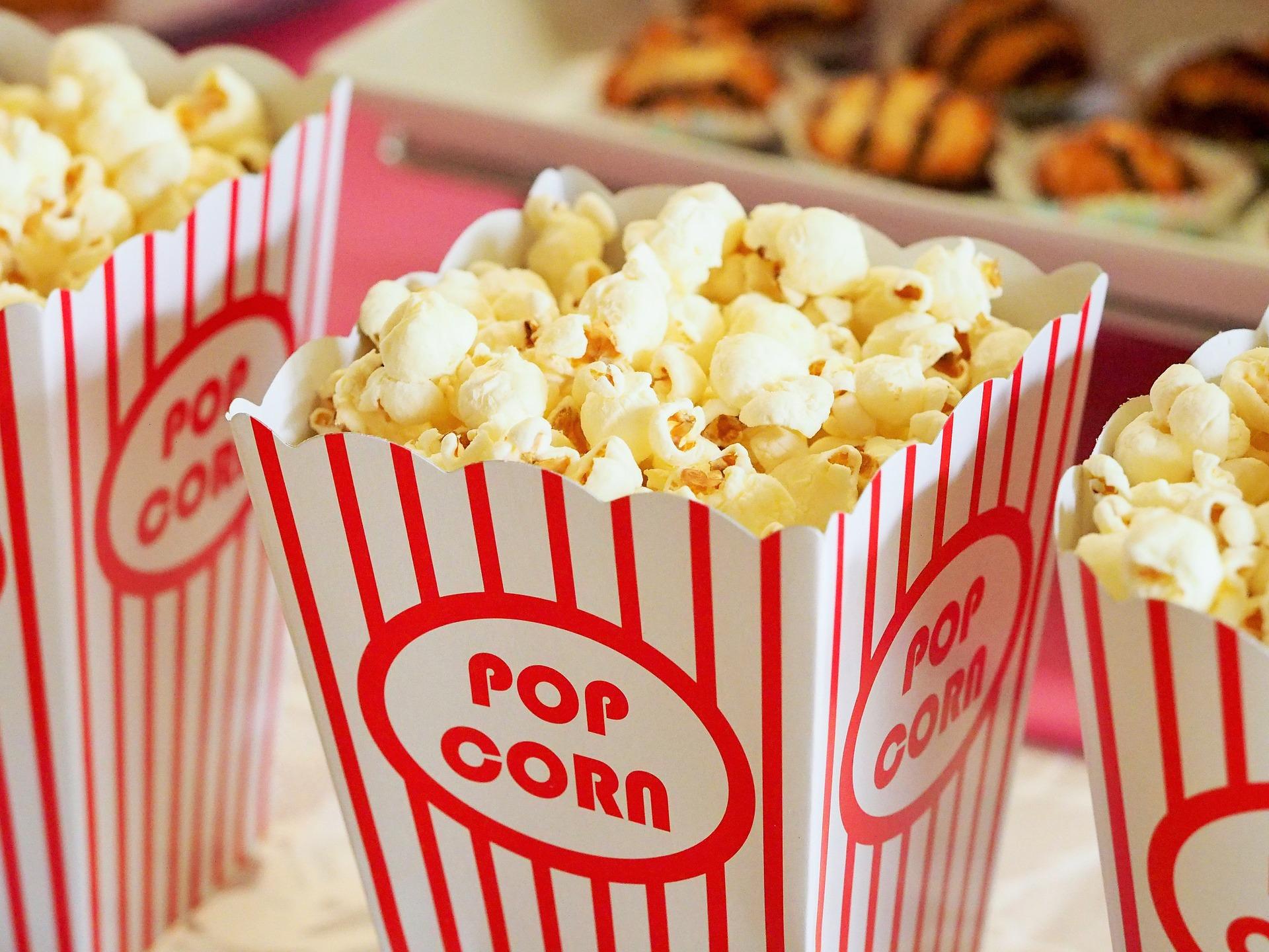 kino i popcorn lub popcorn w kinie